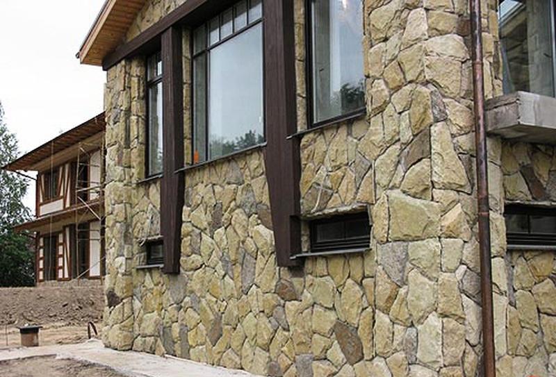 Проводим облицовку здания натуральным камнем