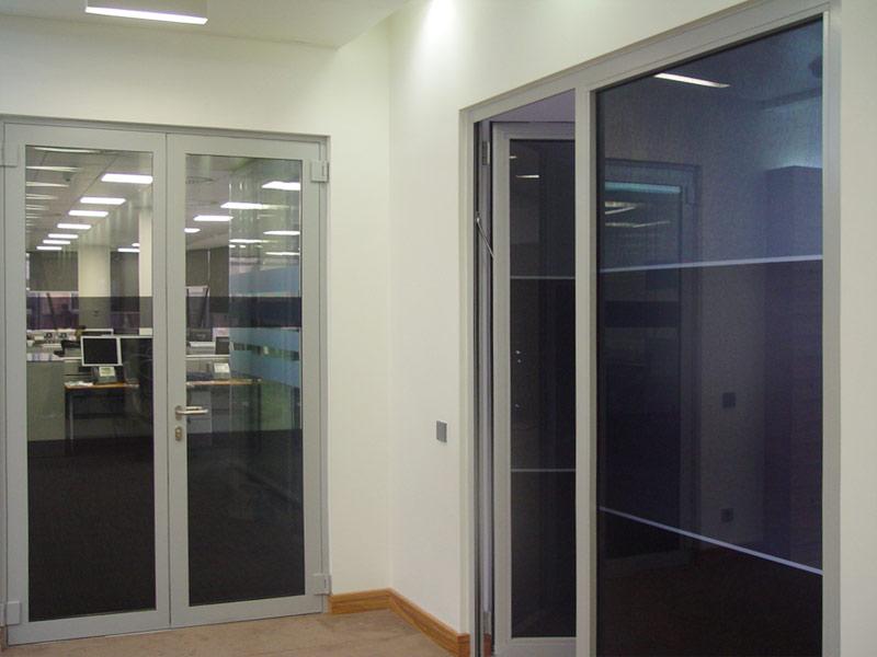 Какие входные двери больше подходят для офисов?